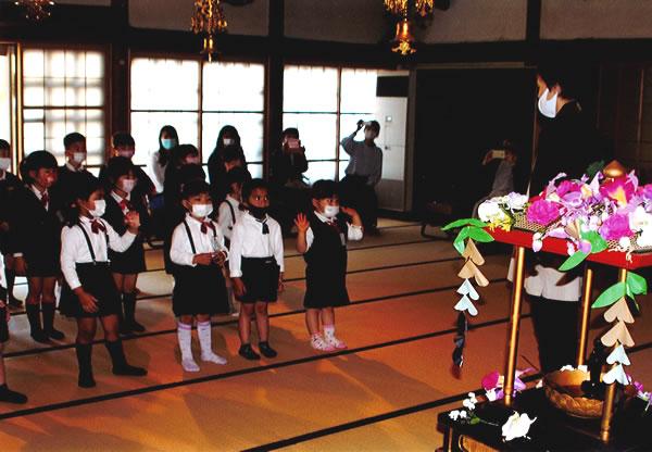 お釈迦様のお誕生を祝う「花まつり」