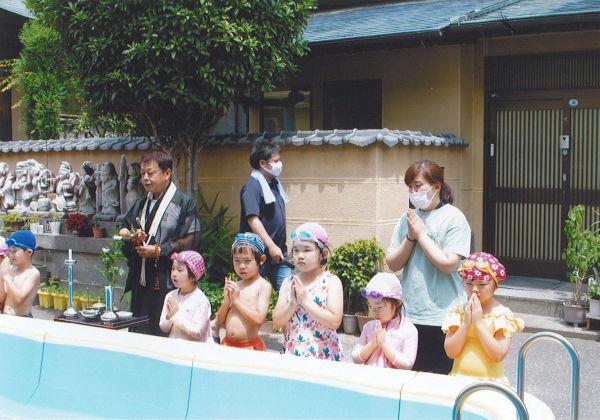 プール開きの儀式で安全祈願しました。